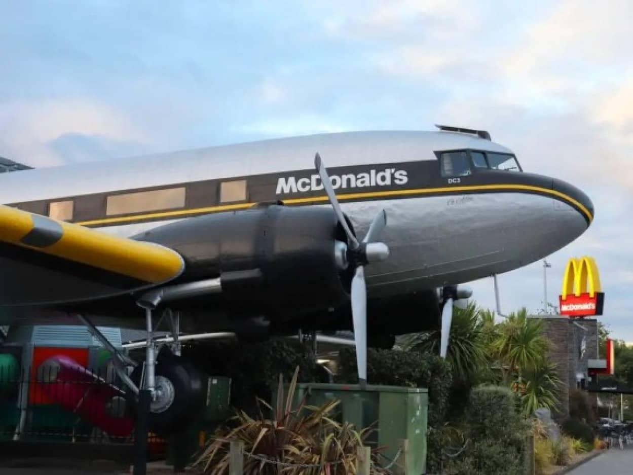飛行機まるごとマクドナルド店舗