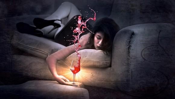 酔っぱらってSNSに投稿する癖のある人はSNS依存症の疑いあり(米研究)