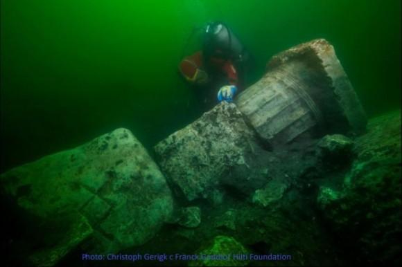 古代エジプトの失われた都市「ヘラクレイオン」の神殿の石柱や財宝が地中海で発見される