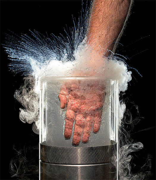 coolHand 液化窒素に手を沈めてみる実験 : カラパイア カラパイア 不思議と謎の大冒険