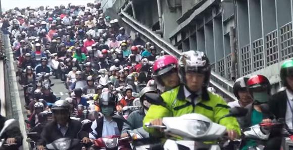 湧きすぎ危険。台湾の通勤ラッシュが怒涛のスクーター地獄