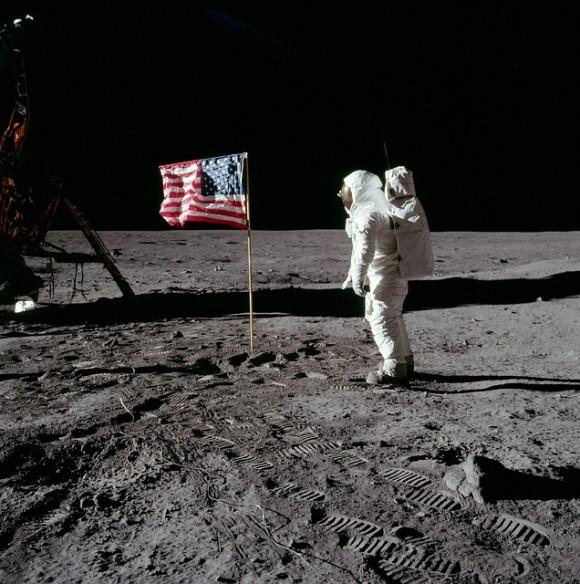 moon-landing-62879_640_e