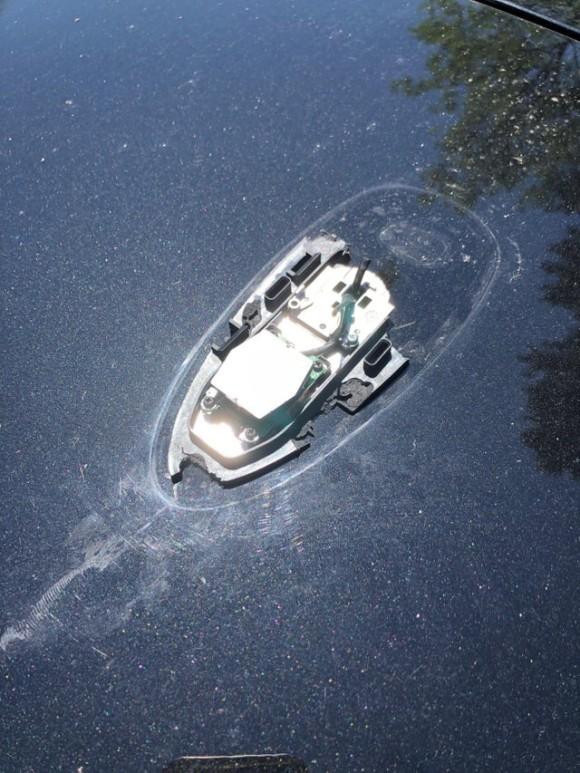 「水中に浮かんだボートにしか見えないんだけど?」と話題になった一枚の画像