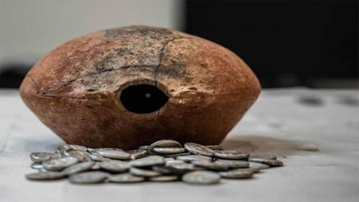 2300万年の銀貨が発見される(アラブ)