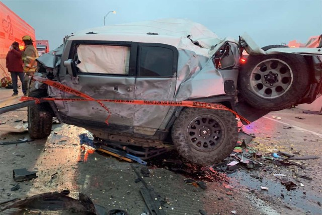 事故に巻き込まれたトヨタFJクルーザー