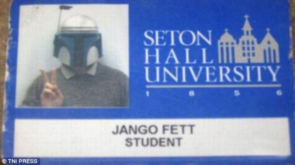 やるやるとは聞いてたけども・・・アメリカの学生証の顔写真があまりにもフリーダム