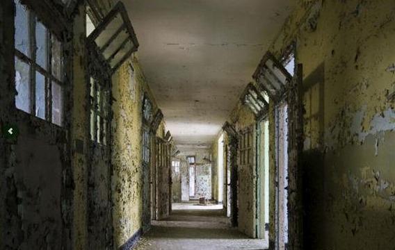 news_inside_abandoned_insane_asylum_11