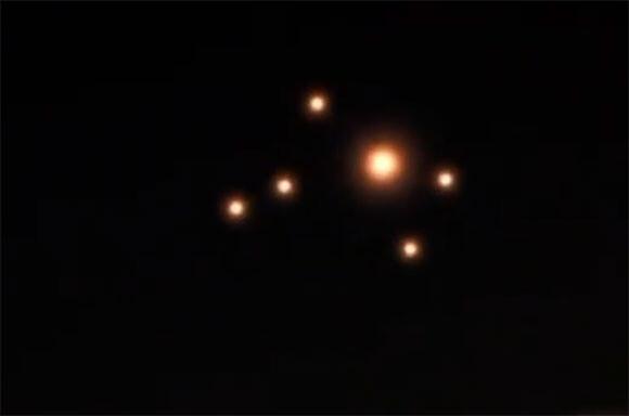 UFO編隊?複数の発光物体
