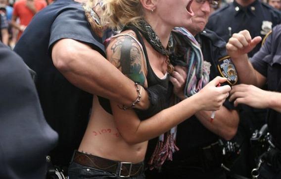 1331579704_the_unique_lives_of_cops_640_35