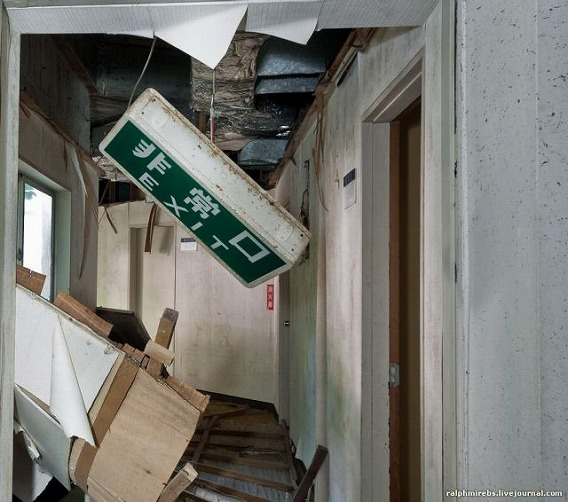 an_abandoned_hotel_in_japan_640_02