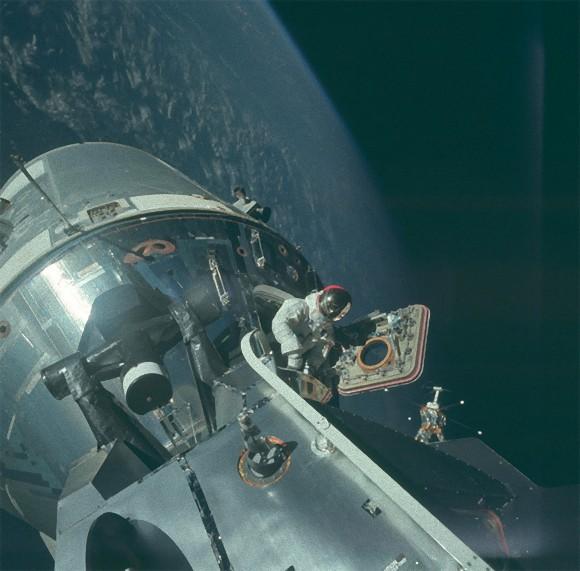 これは小さな一歩なんてもんじゃなかった!鳥肌が立つほどのロマン。NASAがアポロ計画で撮影した8400枚の写真を公開