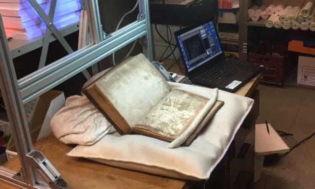 ストーンヘンジを建築したと言われる伝説の魔術師、マーリンに関する写本の断片がブリストルの図書館で発見される