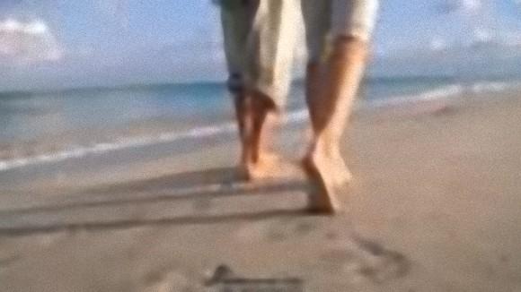 なぜ人類は二足歩行するようになったのか?その本当の理由にズームイン!