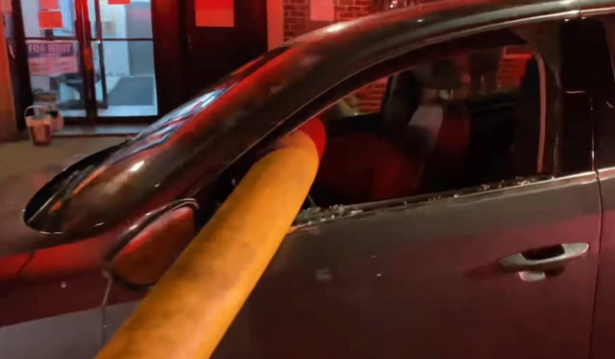 消火栓の近くに車を停止してはいけない理由