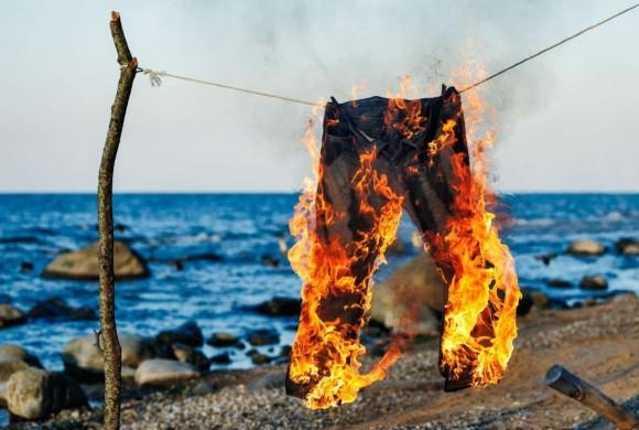 1930年代のニュージーランドで頻繁に起きた突然ズボンが自然発火し爆発するという奇妙な現象。その謎を探る。
