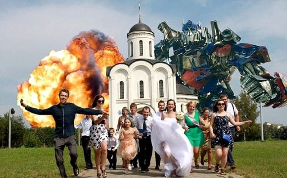 もはやなんでもアリ!ロシアの結婚記念写真のいじり具合がかなり突き抜けている件