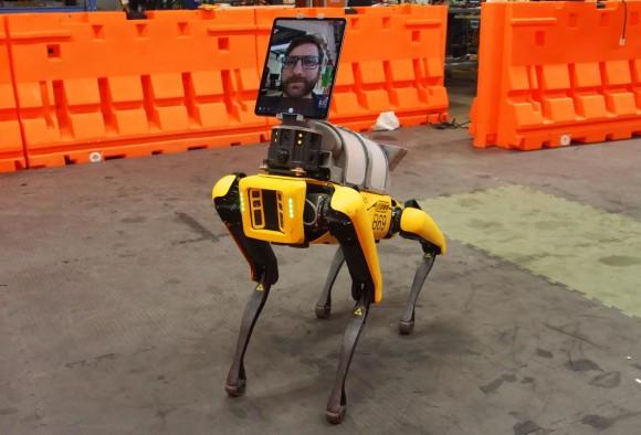 犬型ロボット「スポット」を医療現場に投入、モニターで医師と患者をつなぐ遠隔医療の救世主に(アメリカ)