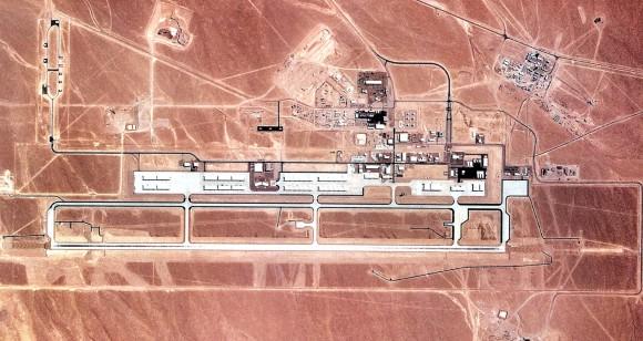 Tonopah_Test_Range_Airport_-_1990_e