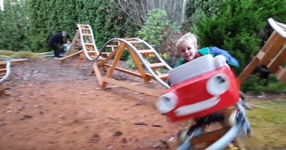 元航空宇宙エンジニアのおじいさん。孫たちの為に庭にローラーコースターを手作り!