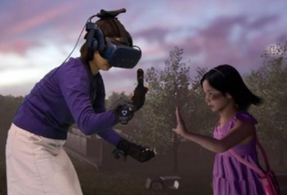 亡くなった娘と(仮想現実(VR)で再会した母親、涙が止まらず。