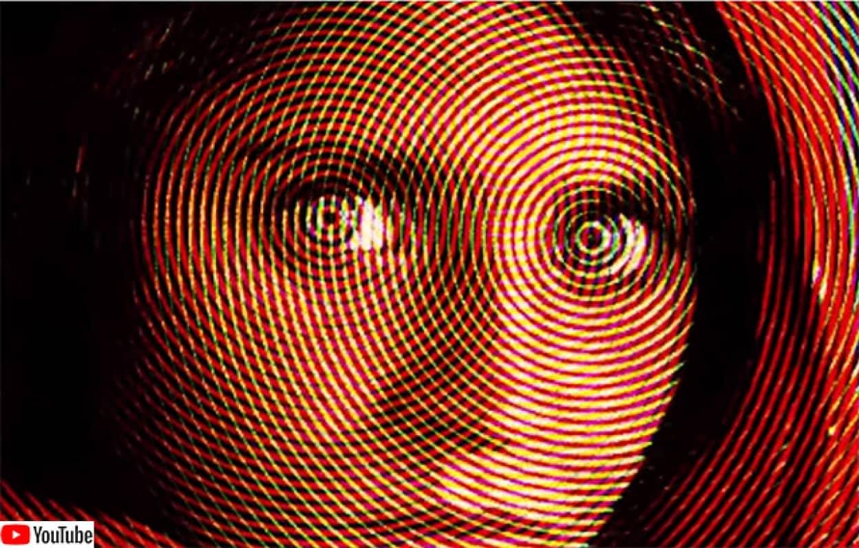 幻覚を見ているかのような錯覚に陥るトリック映像