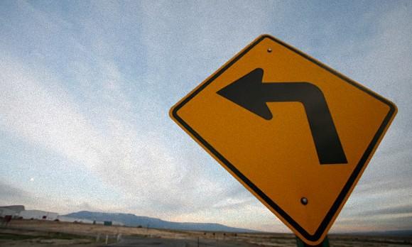 人は不安や心配事を抱えていると、なぜか左側に曲がりたくなる(英研究)