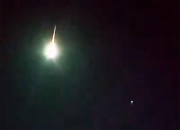 トルコやアルメニア上空で発光物体が空中爆発。その正体は!?
