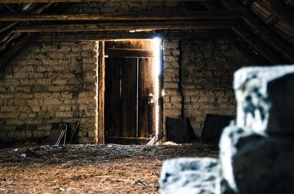 attic-112267_640_e