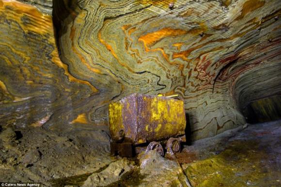 地球内部に広がる未知なる世界。ロシアの地下に眠るサイケデリックな極彩色の岩塩坑