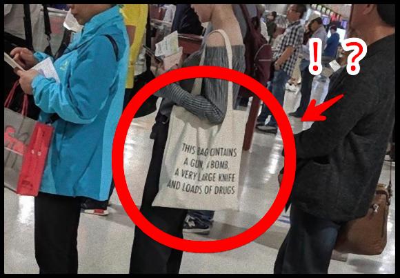 台湾の空港で見かけたバッグの英文字がとんでもないことになっていた件に関する海外の反応