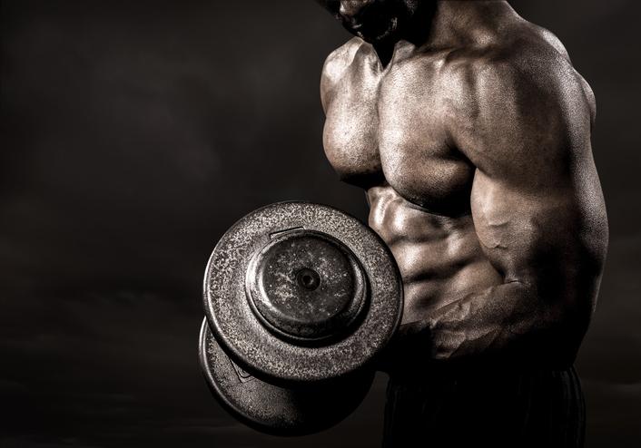筋肉への過度な執着と欲求不満の関係性
