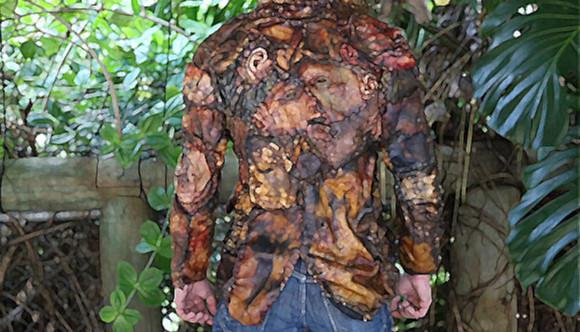 通報確実。エド・ゲイン仕様の人皮加工が施されているゴム製のジャケットやバッグなどがネット販売中(ホラー注意)