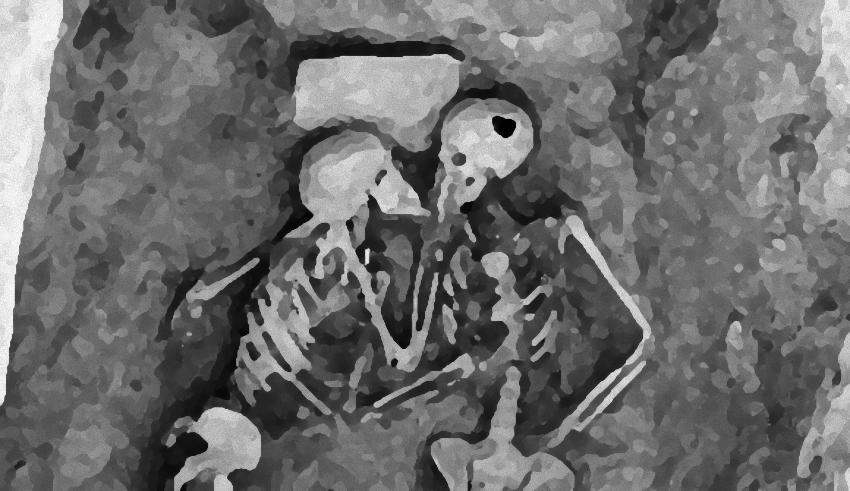 骨まで愛して。ひとつの棺の中で抱き合っているような状態で発見された2800年以上前の2体の人骨「ハサンルの恋人」(イラン)