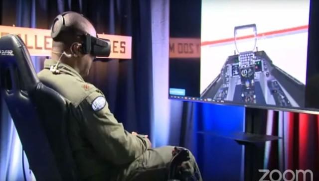 "AIと人間パイロットが空中戦シミュレーションバトル"""
