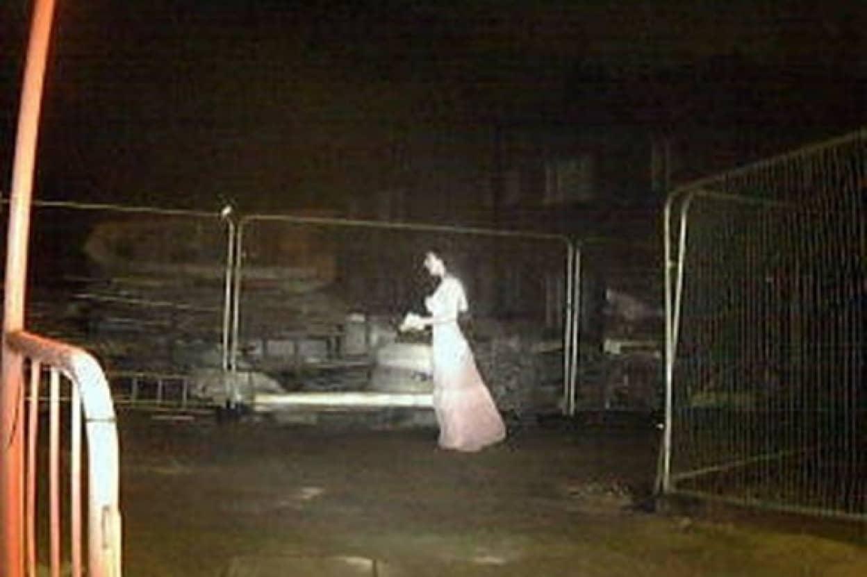 花嫁姿の幽霊が工事現場を徘徊?