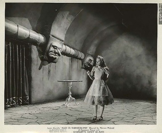 Alice_In_Wonderland,_still,_Paramount,_1933-1_e