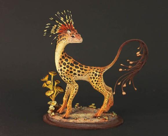 一目見たら忘れられない。ファンタジーを身にまとった幻獣たちの繊細なる粘土彫刻