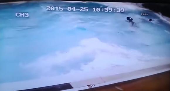 地震発生!ちょうどその時プールの中にいたらどうなる?ネパール地震で撮影された映像
