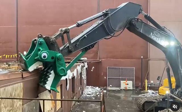 ショベルカーを恐竜に変身