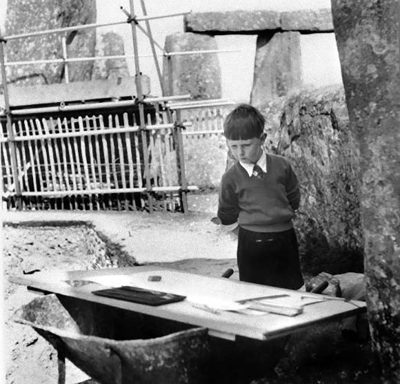stonehenge-boy_e