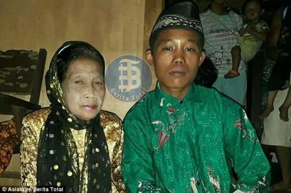 年の差55歳婚だと!? 16歳の少年と71歳の女性が熱烈に愛し合ってゴールイン(インドネシア)