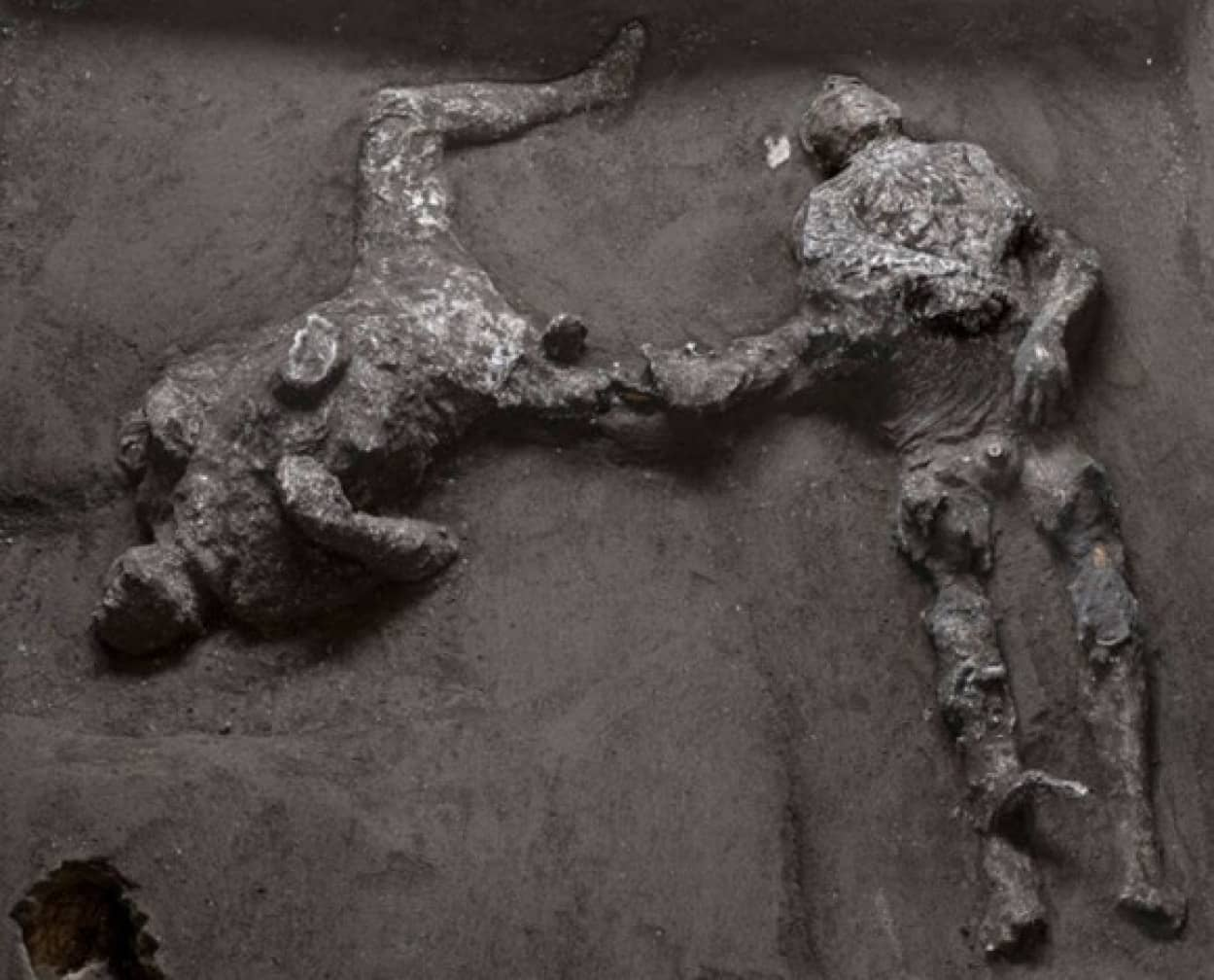 ポンペイ遺跡で新たに発見された主と奴隷の遺体