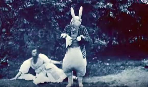なんと112年前。世界最古の実写版「不思議の国のアリス」のフィルム(1903年)