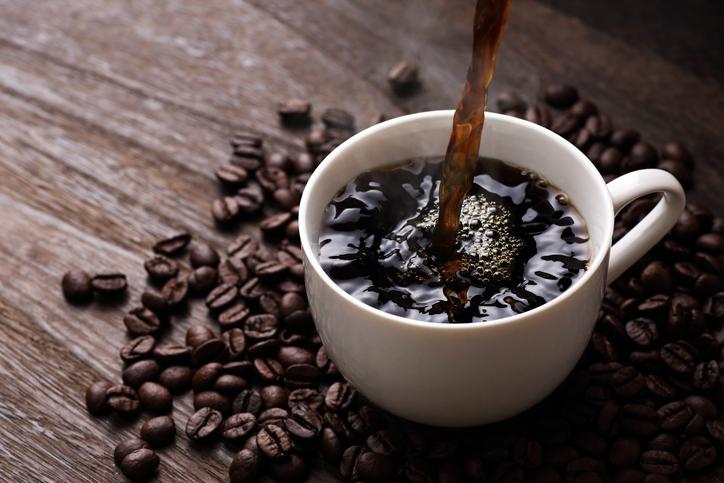 運動前にコーヒーを飲むことで脂肪燃焼効果が得られるとする研究iStock-1084020754