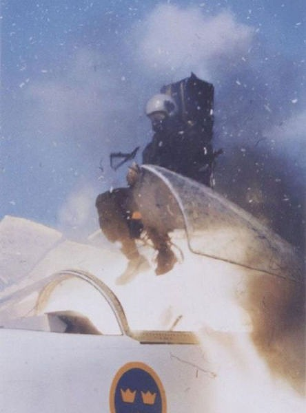 fascinating_pilots_ejections_640_07