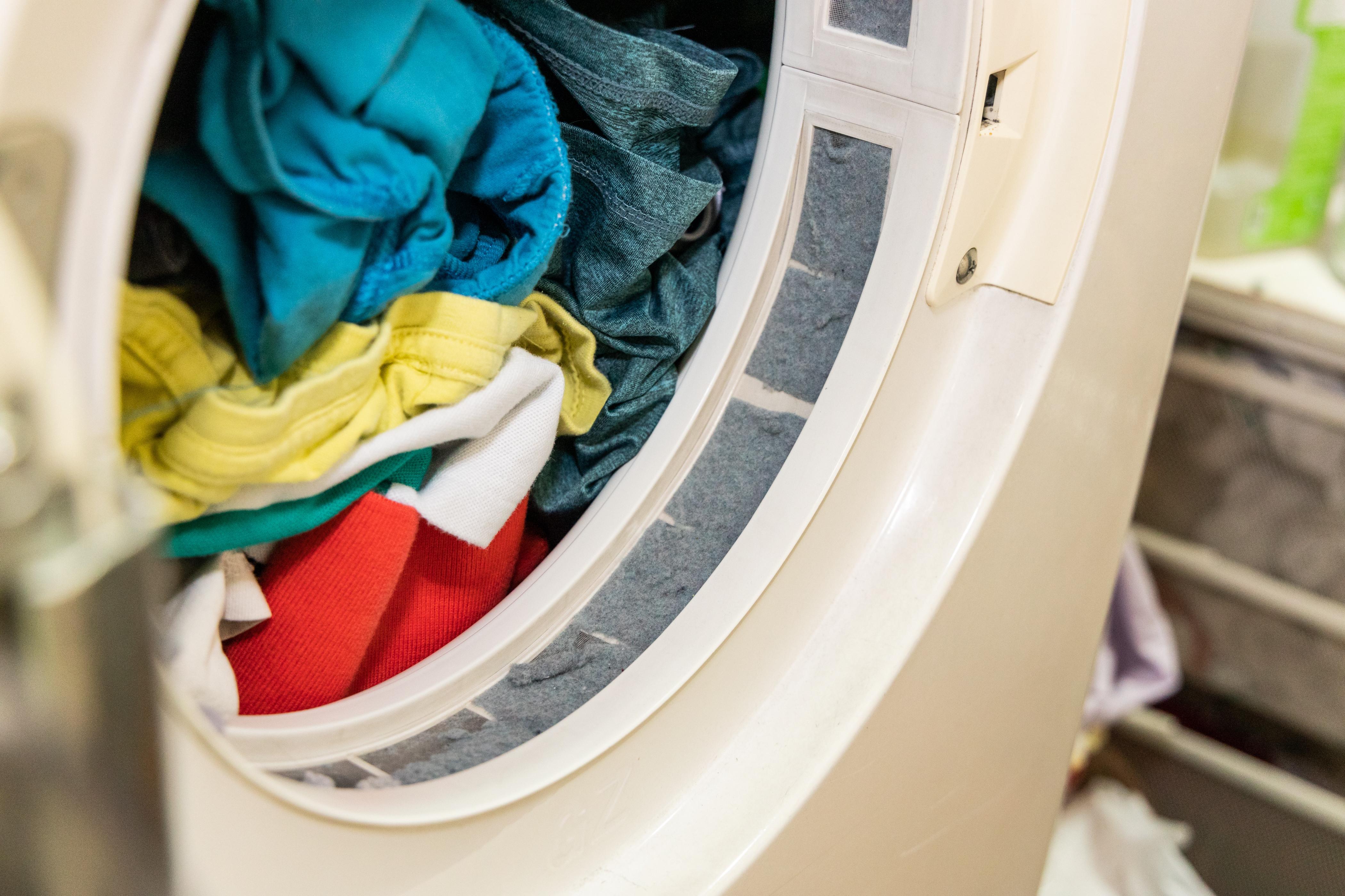 海洋汚染の元凶であるマイクロプラスチック。淡水に流れ出る6割が洗濯による糸くずであることが判明(米研究)