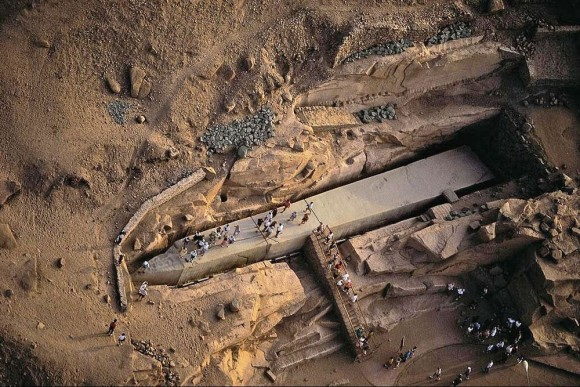 3500年前から採石場に横たわる、未完成のオベリスク(エジプト)