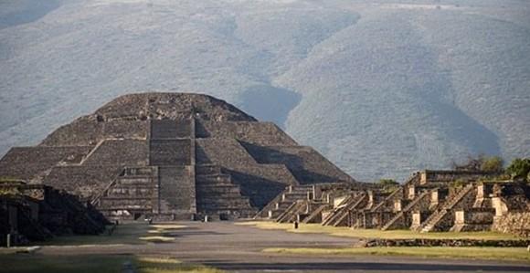 メキシコのピラミッドの地下で秘密のトンネルが発見される(テオティワカン)