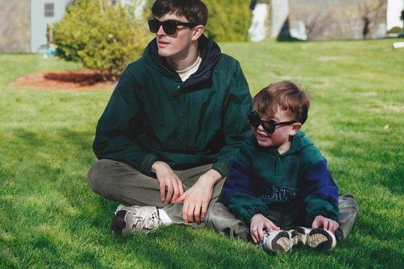 幼いころの自分の写真に今の自分を重ねてみた。当時と今が1枚の写真に収められたフォトコラージュ