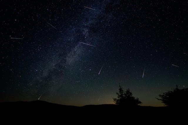 ペルセウス座流星群が8月12日夜にピーク